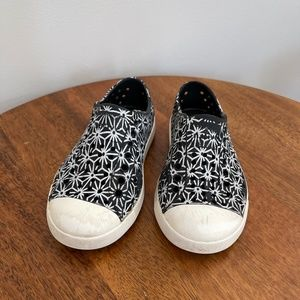 Native Jefferson Shoes Black and White C8